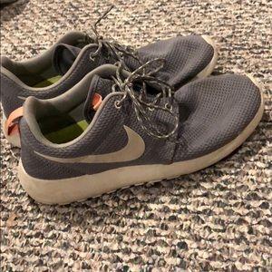 Nike Shoes - Nike roshe shoes
